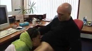 une femme Arabe baise pour de l'argent