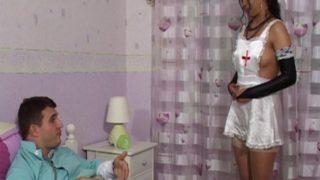 cette infirmière sexy est une bonne cochonne