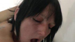 tringler une femme mure à gros seins
