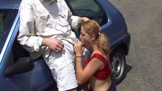 sauter en voiture une jeune etudiante