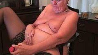 ma grand-mère se masturbe