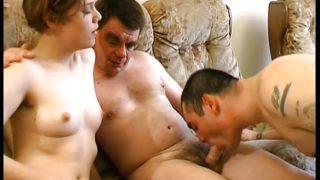 homme bisexuel sucé devant sa femme par un mec