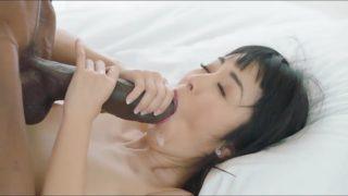 un sexe enorme pour une bonne salope asiatique